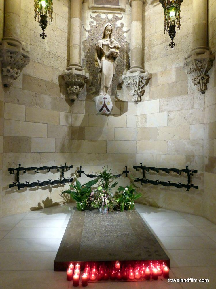 Tombe de Gaudi dans la crypte - Barcelone