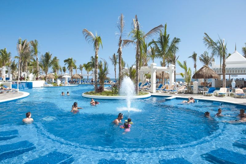 Hotel riu emerald bay 5 star all inclusive mexico for Hot vacation spots for couples