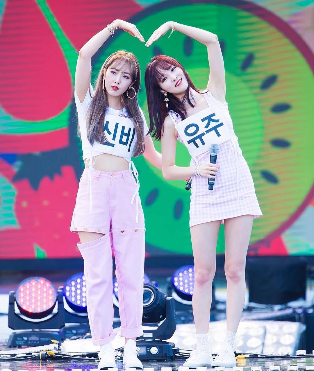 Yeojachingu Gfriend Kpop Idol Love Pretty Beautiful Amazing Gorgeous Stunning Sinb Yuju Girlgroup Artist Buddy Kpop Girls Sinb Gfriend South Korean Girls
