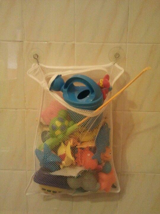 Organizador de juguetes para un baño pequeño, con dos ventosas y una ...