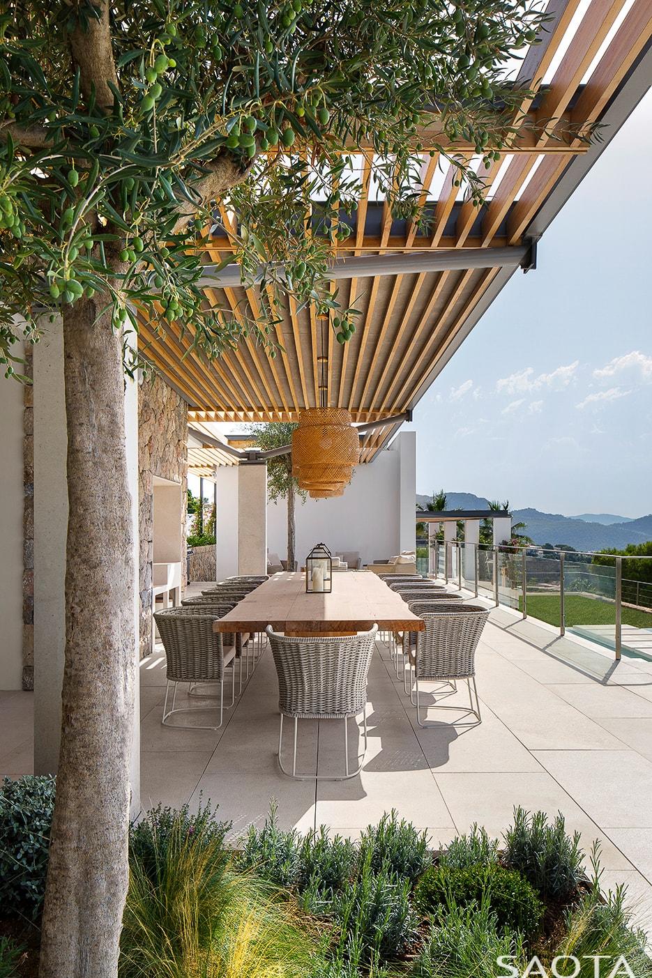 Bora Headquarters Villa in Mallorca, Spain by SAOTA (With