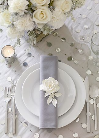 15 chic ways to use paper flowers at your wedding flowers 10 cool ways to rock paper flowers at your wedding mightylinksfo Gallery