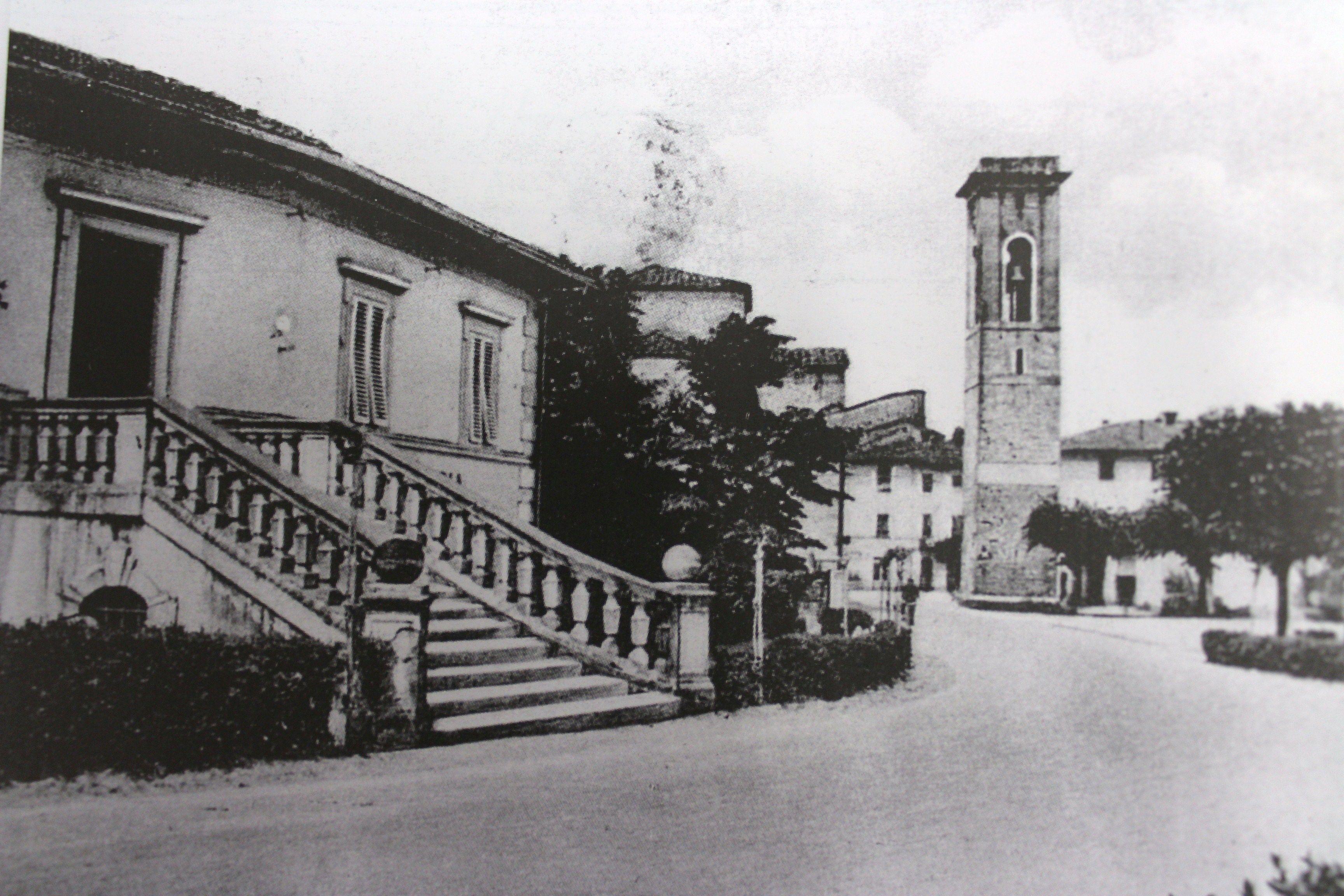 Via Italo Spadoni. In primo piano, sulla sinistra, la vecchia sede della Cassa di Risparmio di Pistoia e Pescia - 1945.
