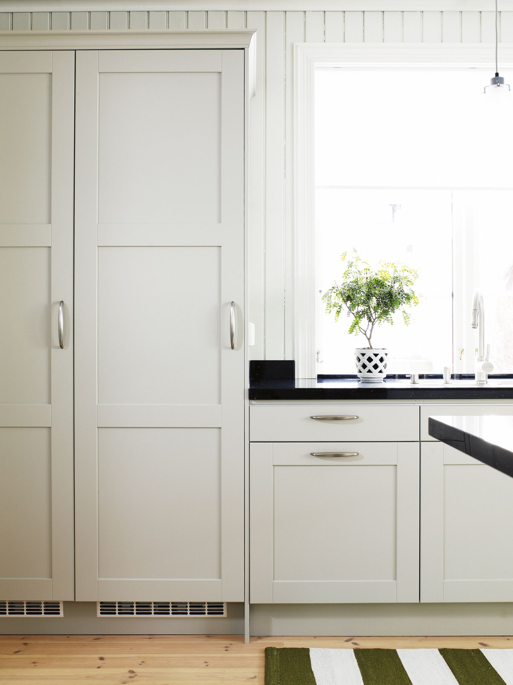 This is the cabinets we are going for with a black composite ...