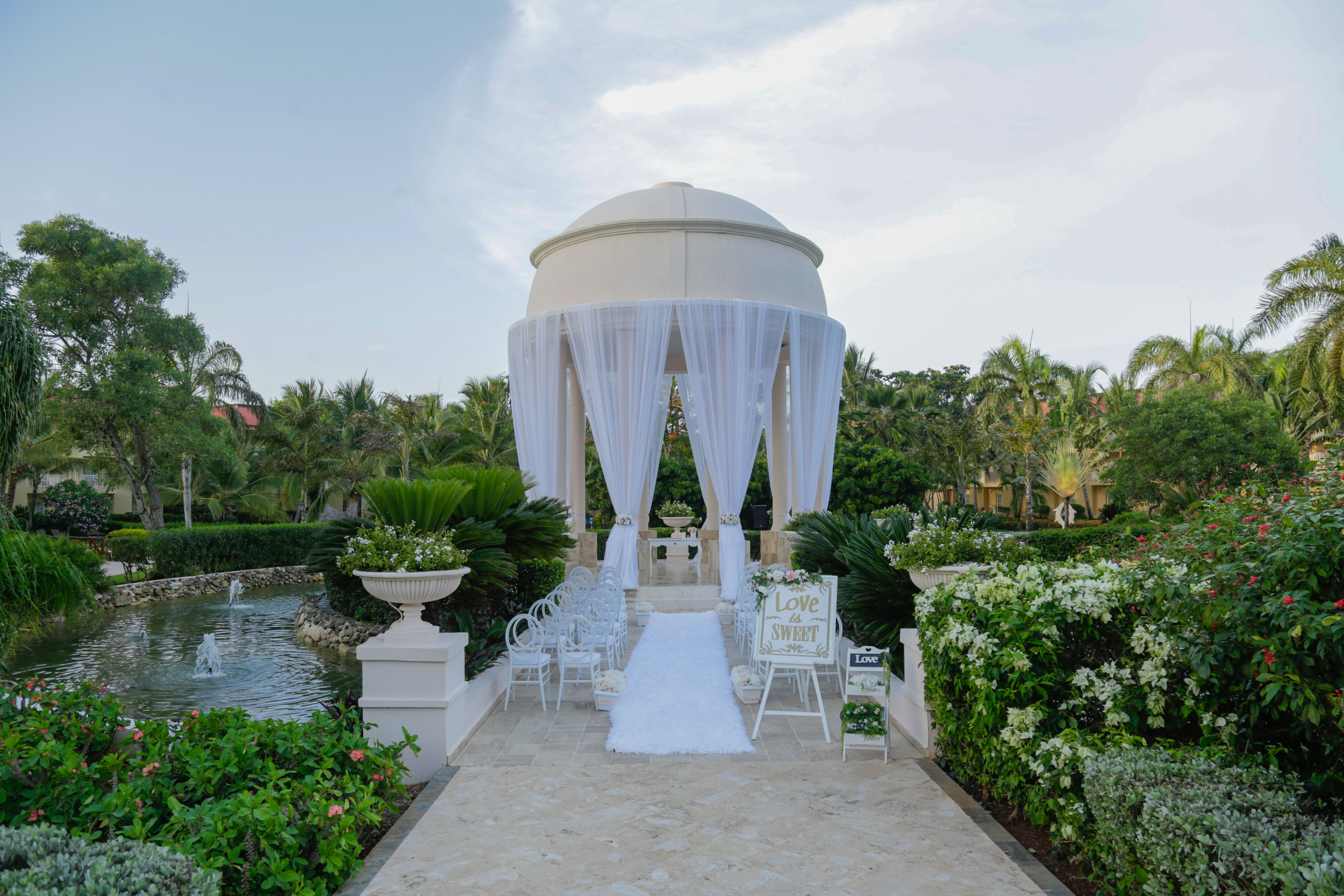 Enjoy Your Wedding Ceremony In The Tranquility Of Our Gardens Dreamspuntacana Dominicanrepublic Desti Dreams Punta Cana Punta Cana Resort Punta Cana Wedding