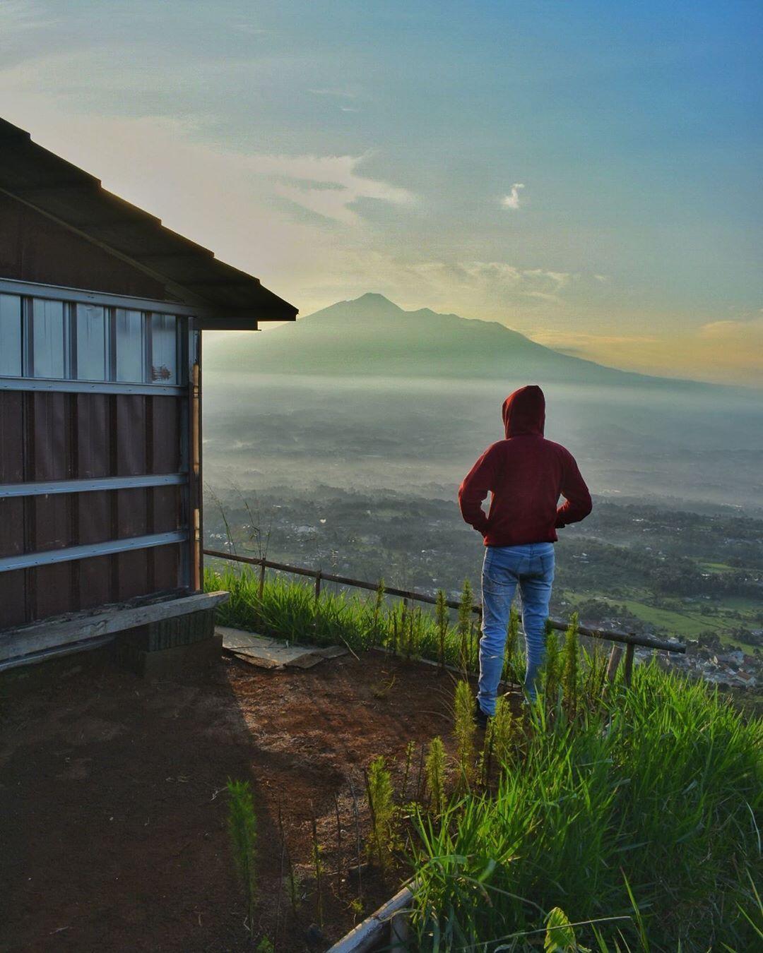 Bukit Alesano Wisata Pemandangan Gemerlap Langit Malam Di 2020 Langit Malam Langit Pemandangan
