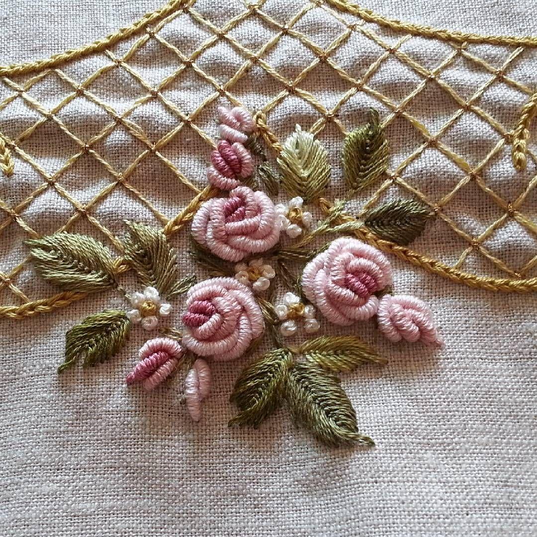 расположились вышить цветы на вязаном полотне фото самую первую очередь