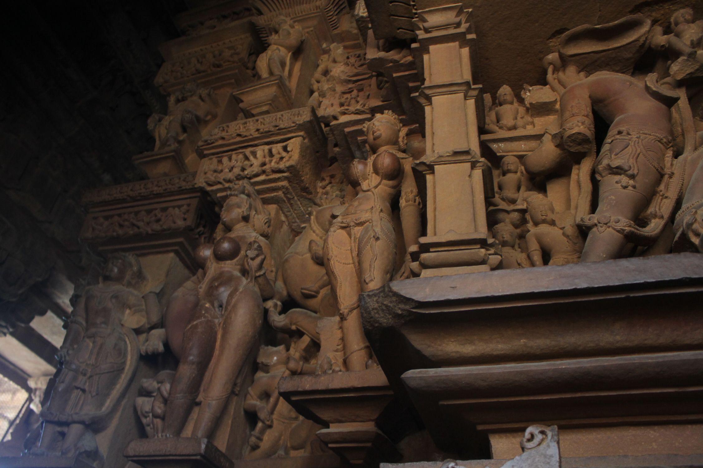 Interior del Lakshmana Temple