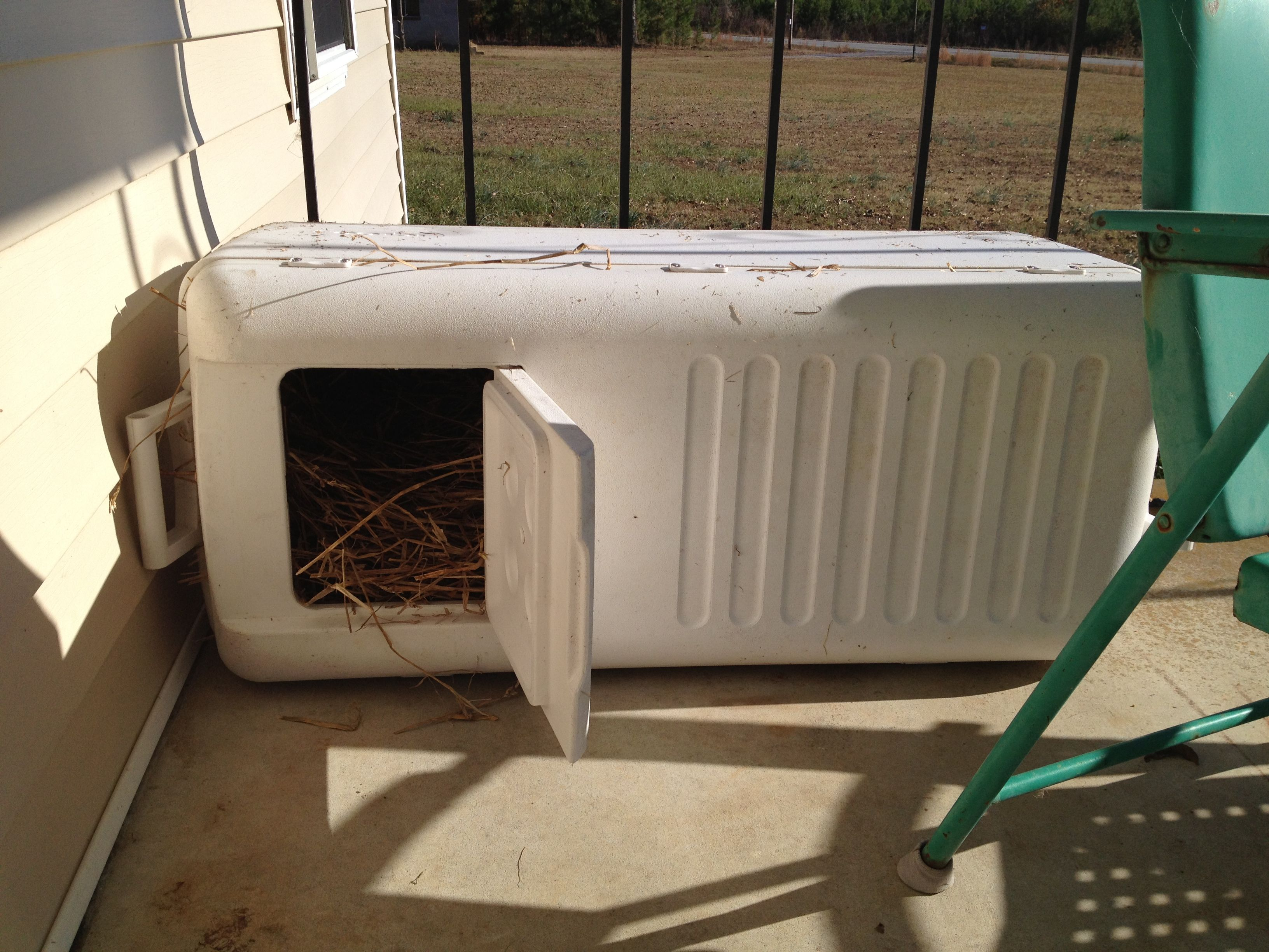 outdoor insulated cat house my fur babies immediately checked it out they love it d diy. Black Bedroom Furniture Sets. Home Design Ideas