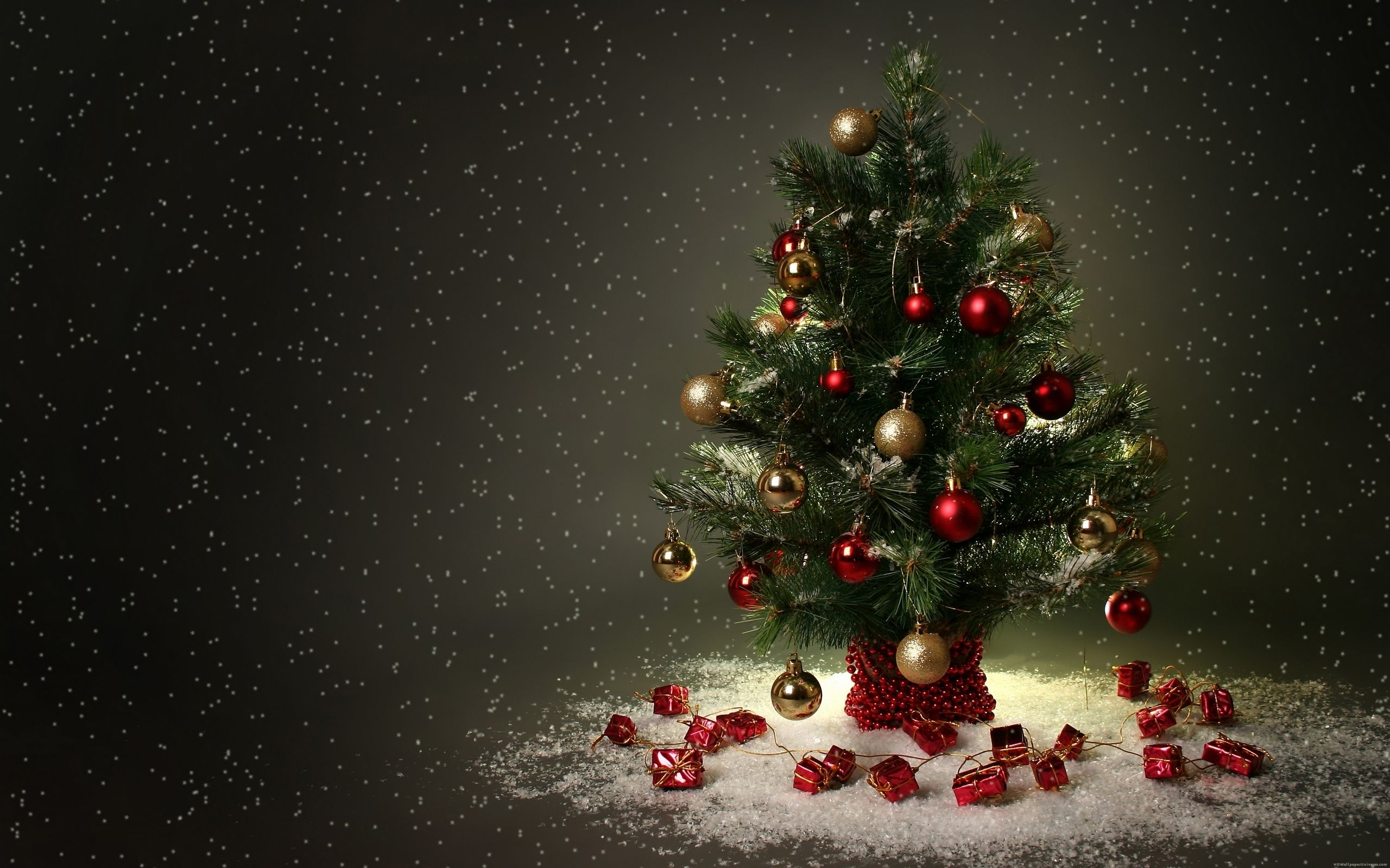 Red And Gold Little Christmas Tree HD Wallpaper