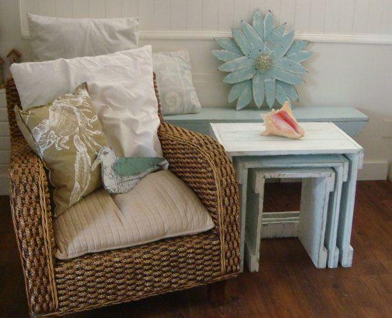 Mesitas de noche mesa de anidación casa de playa por CastawaysHall
