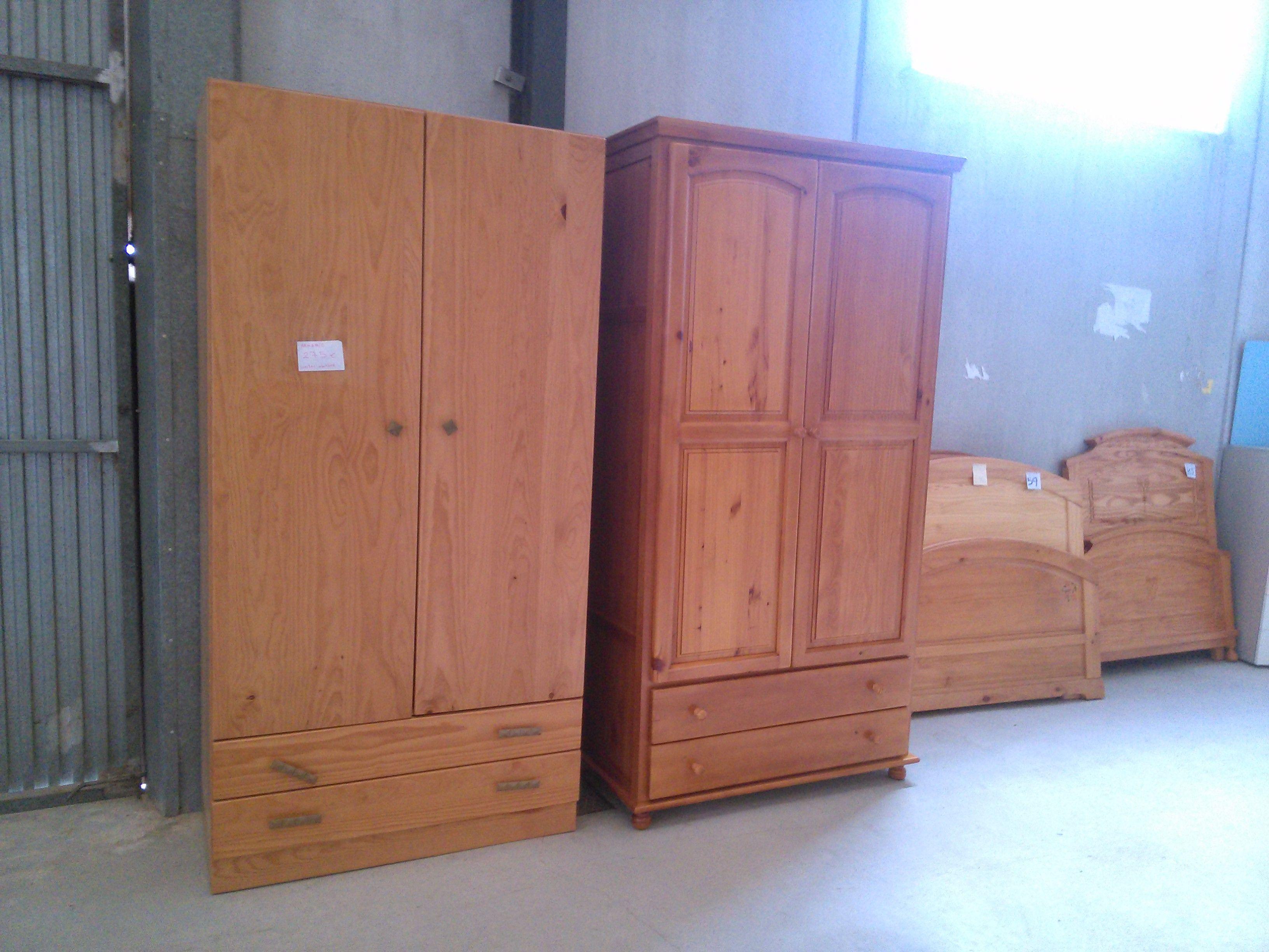 Saldamos restos de fábrica; armario de madera maciza de dos puertas ...