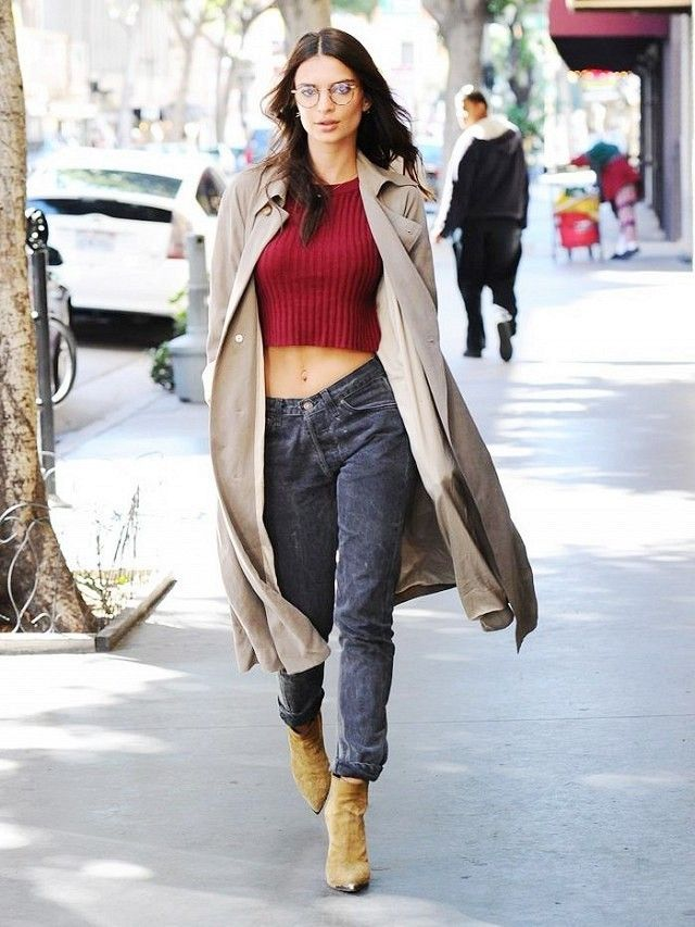 Emily Ratajkowski wears a burgundy crop top 72f94e759