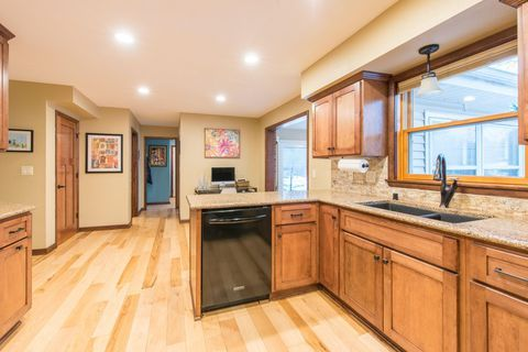 4380 Continental Ct, Brookfield, WI 53045   Renting a ...