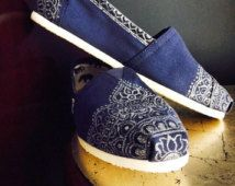 Henna TOMs - Painted Silver and Navy