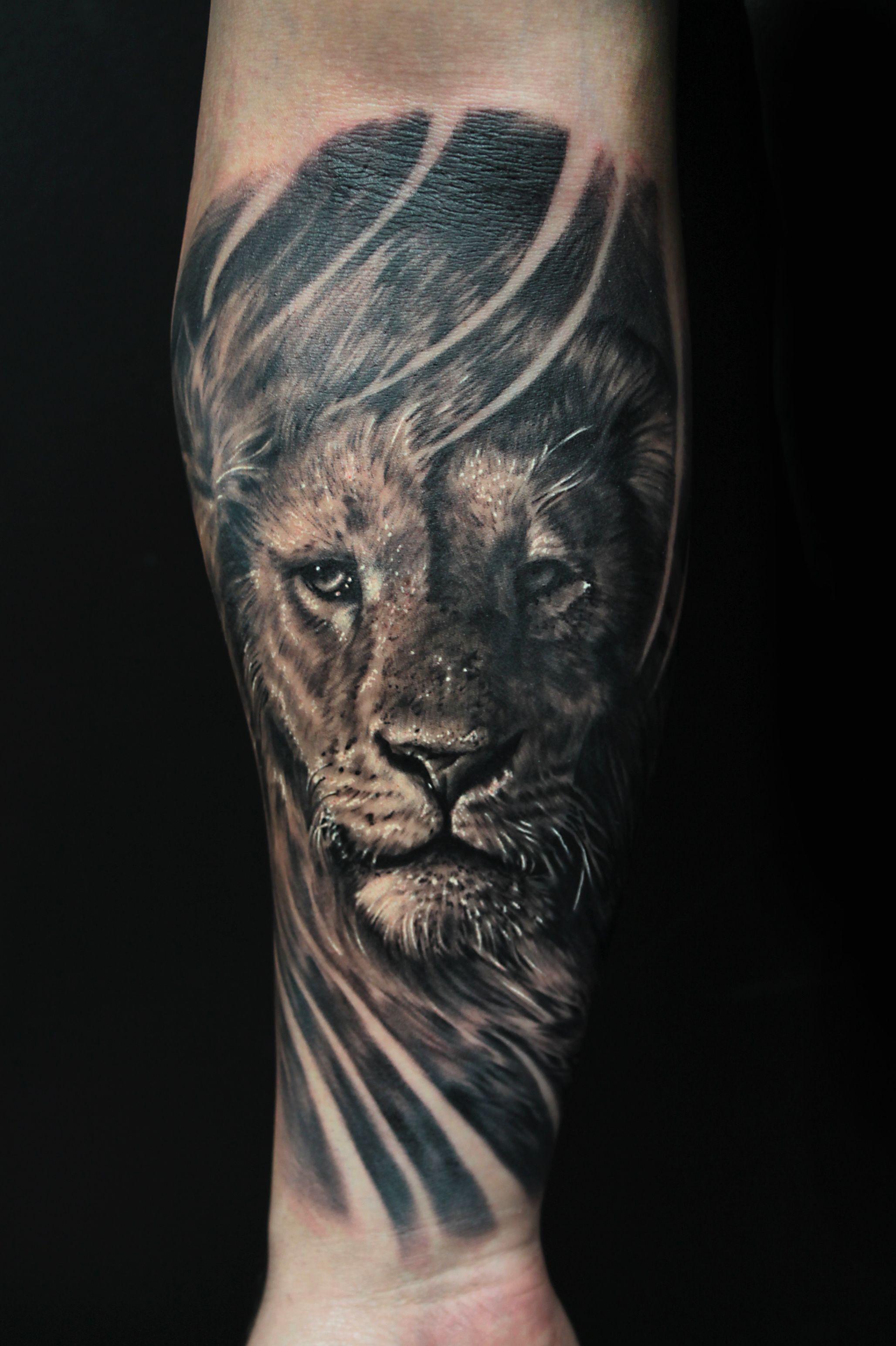 lion tattoo forearm Google zoeken Lion forearm tattoos