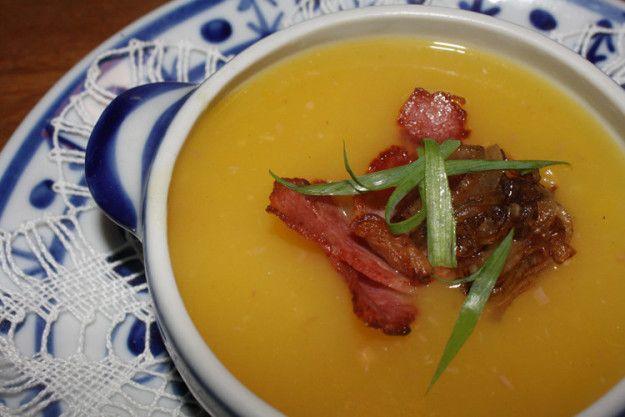 Sopa de mandioquinha, bacon e laranja caramelizada. | 13 receitas de sopas maravilhosas para fugir da dieta