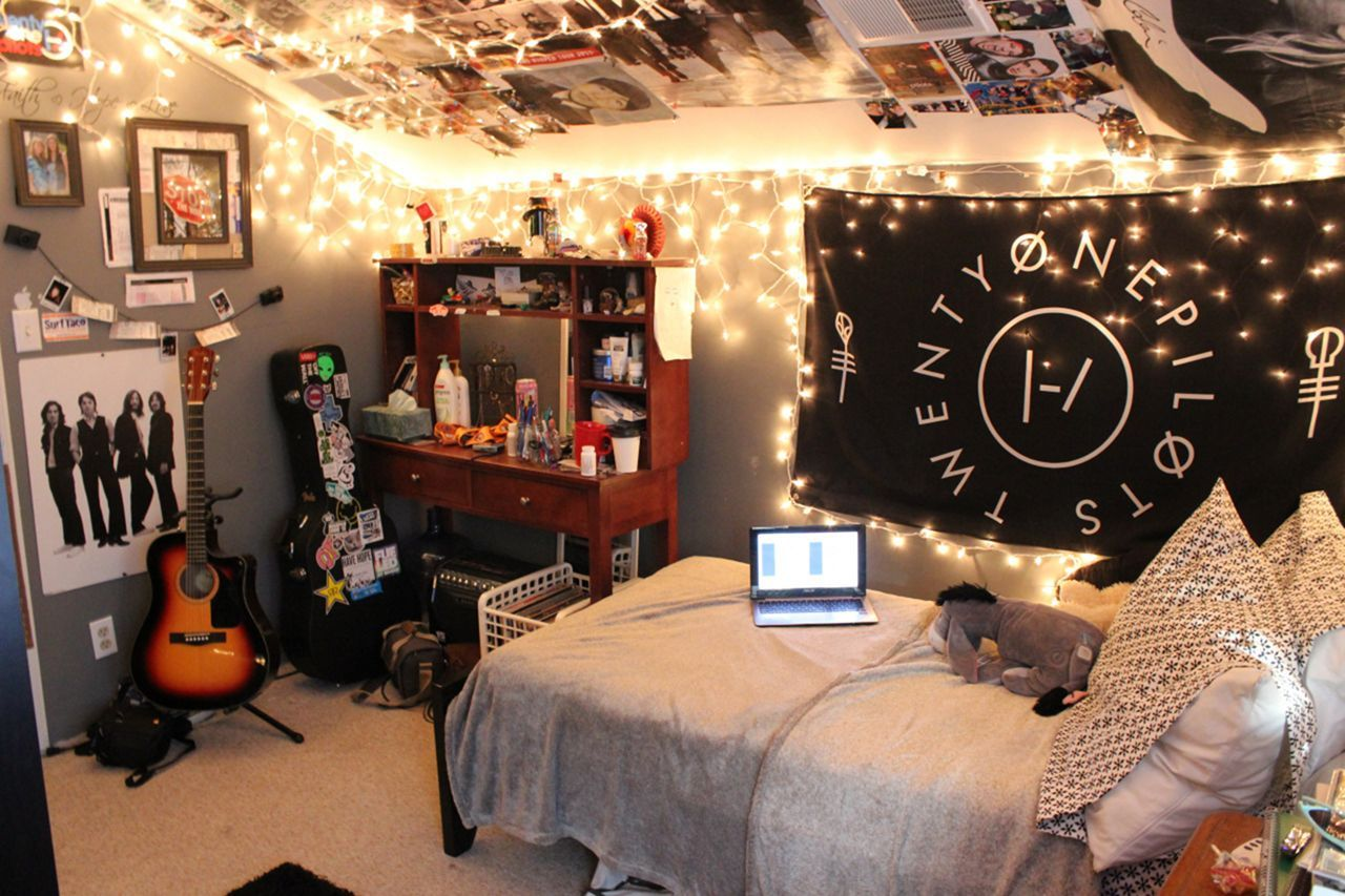 20 Beautiful Decorating Tumblr Lights For Your Bedroom Music Bedroom Cool Rooms Room Inspiration