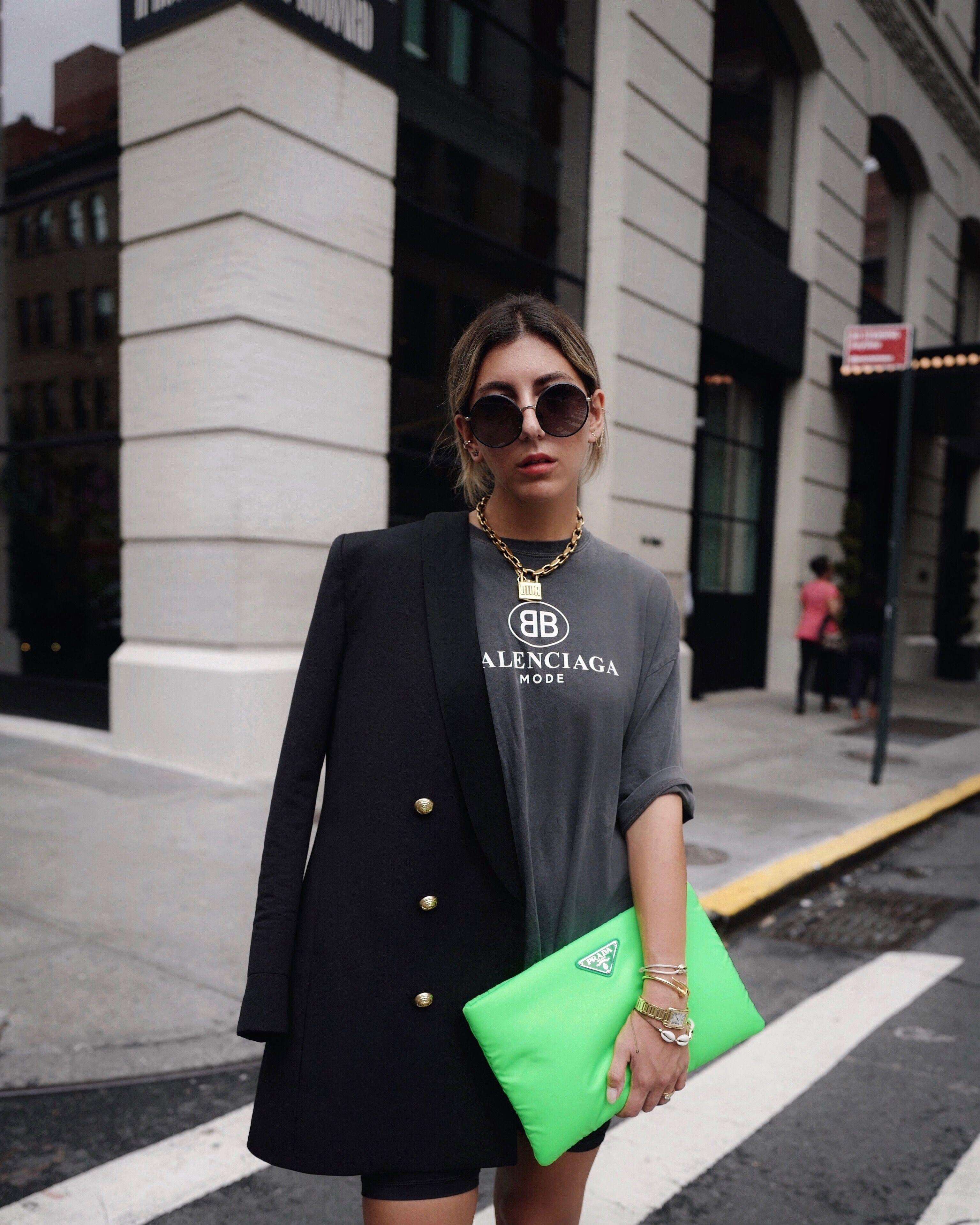 952fbd12aef9 Street style NYFW Prada neon clutch | s t y l e in 2019 | Fashion ...