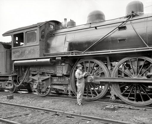 """Circa 1904. """"Michigan Central Railroad. Oiling up before the start."""""""