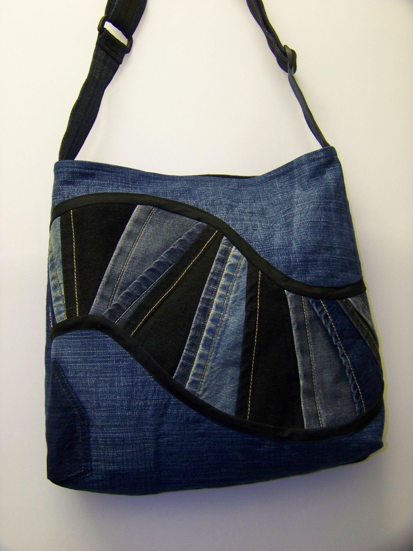 4c76532ea4 Dámská kabelka riflová Paulin II Dámská riflová kabelka s prodlužovacím  popruhem dlouhým 130cm. Je vypodložená