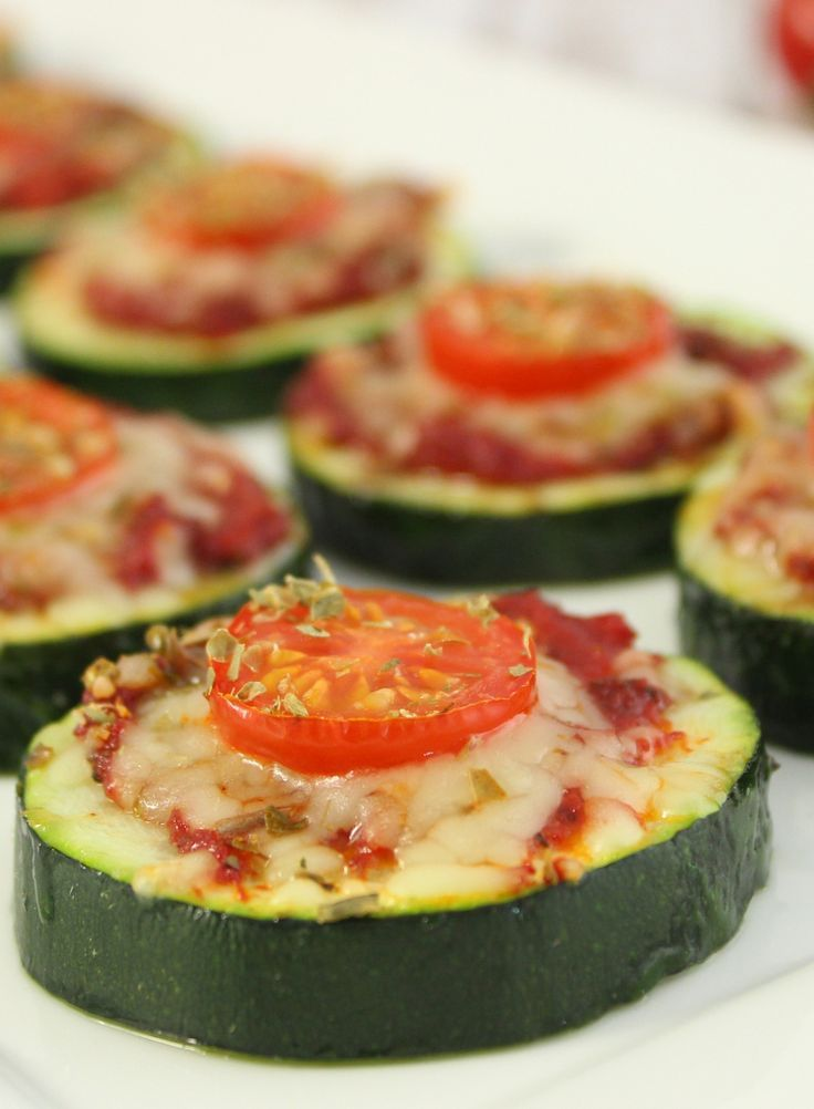 Zucchini-Pizza-Happen | Healthy Eats | Rezepte, Zucchini ...