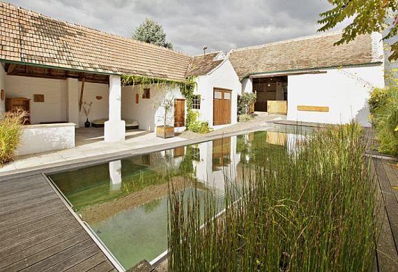 bauernhaus mit swimming pool im burgenland home outside pinterest haus bauernhaus und hof. Black Bedroom Furniture Sets. Home Design Ideas
