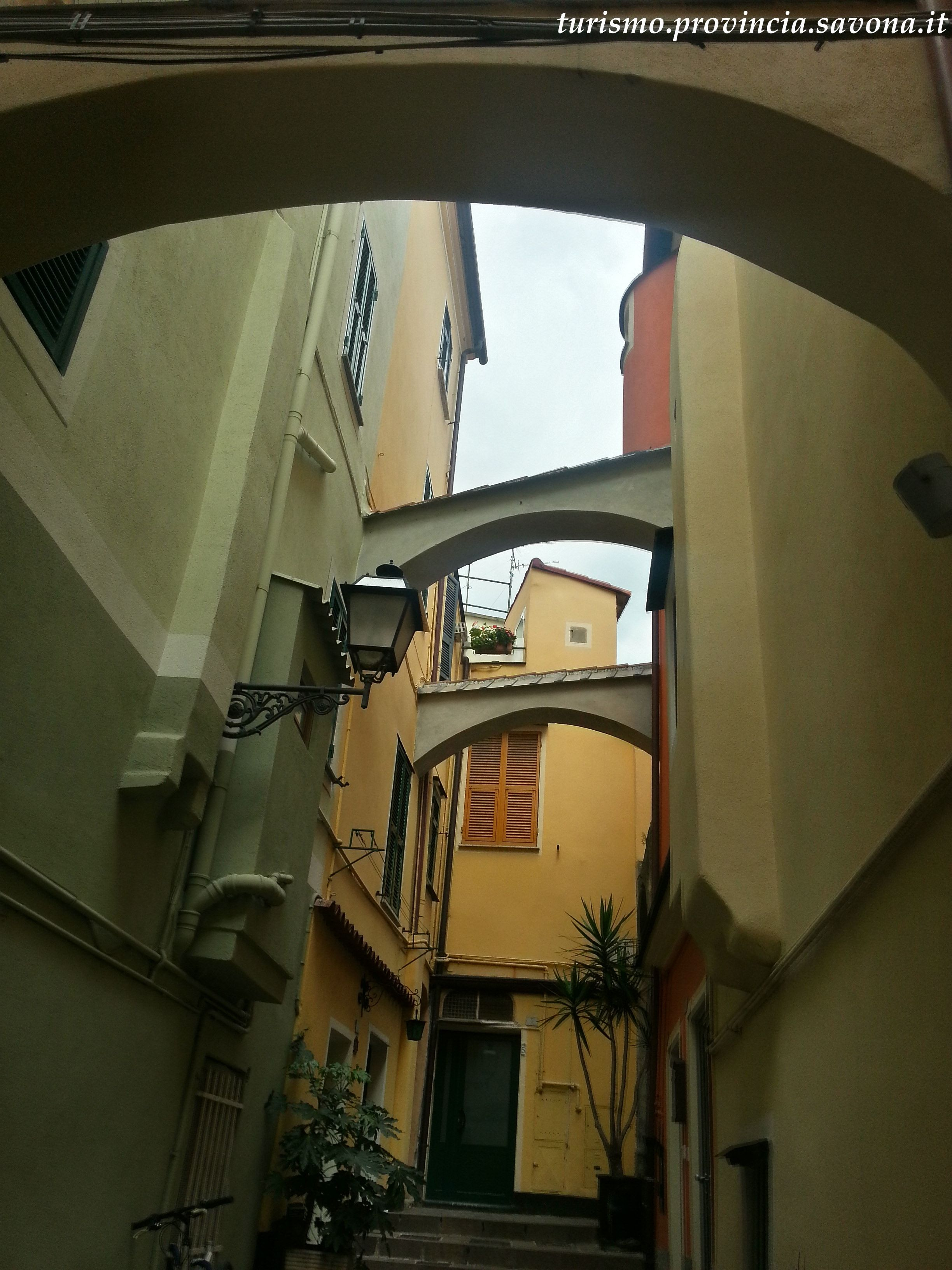 Scorcio di salita Santa Caterina Pietra Ligura