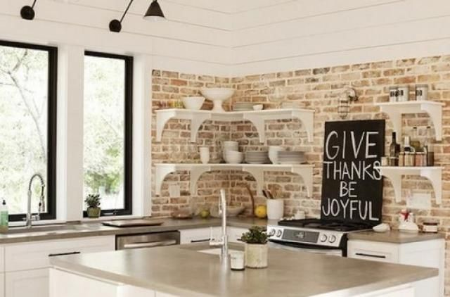 una parete di mattoni a vista per dare un tocco rustico e ... - Come Decorare Una Parete Di Casa
