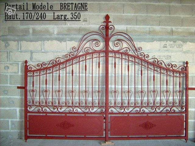 Portail fer forg main modele bretagne bricolage charente fer forg portail for Modele de barriere en fer forge