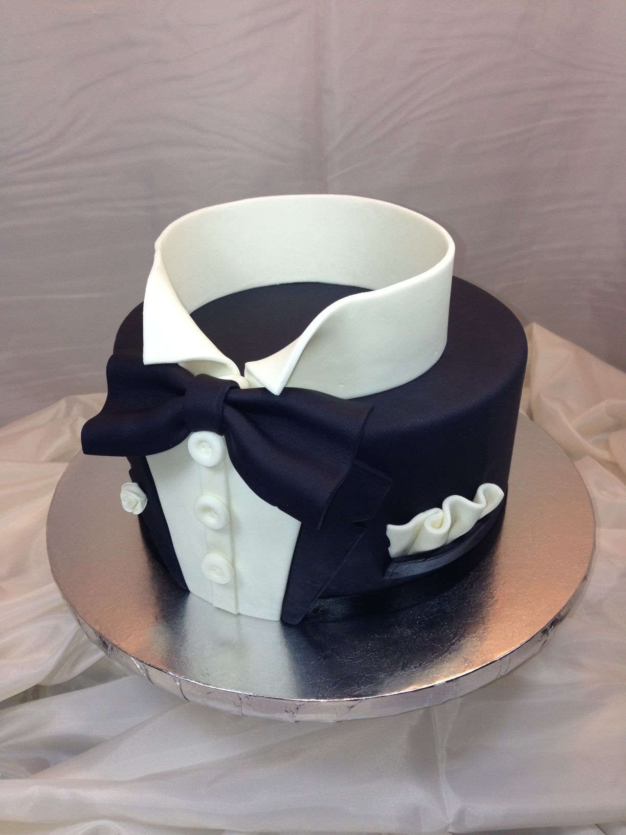 tuxedo grooms cake groom 39 s cakes pinterest torte f r. Black Bedroom Furniture Sets. Home Design Ideas