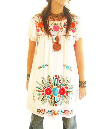 9901febbf6 vestido Mexicano blanco con flores bordadas de colores en 2019 ...