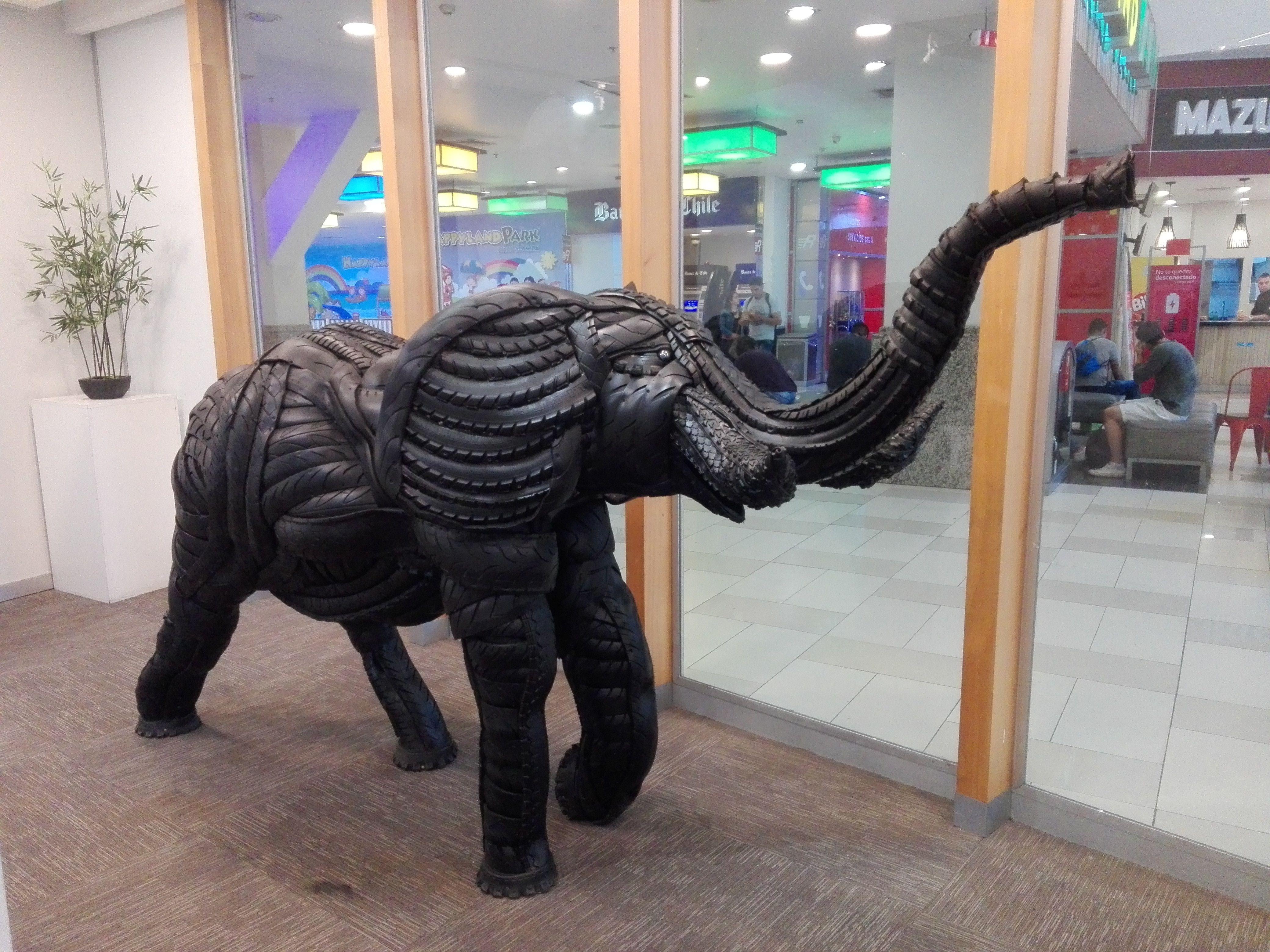 Elefante Hecho Con Neumaticos 1 50 De Alto X 3 20 Mt De Largo