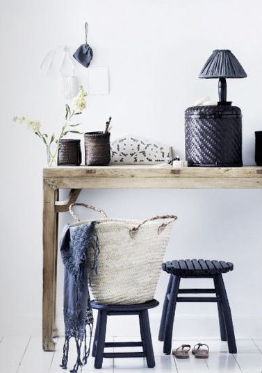 beautiful use of baskets.  sweet and simple interior found via thestring.wordpress.com
