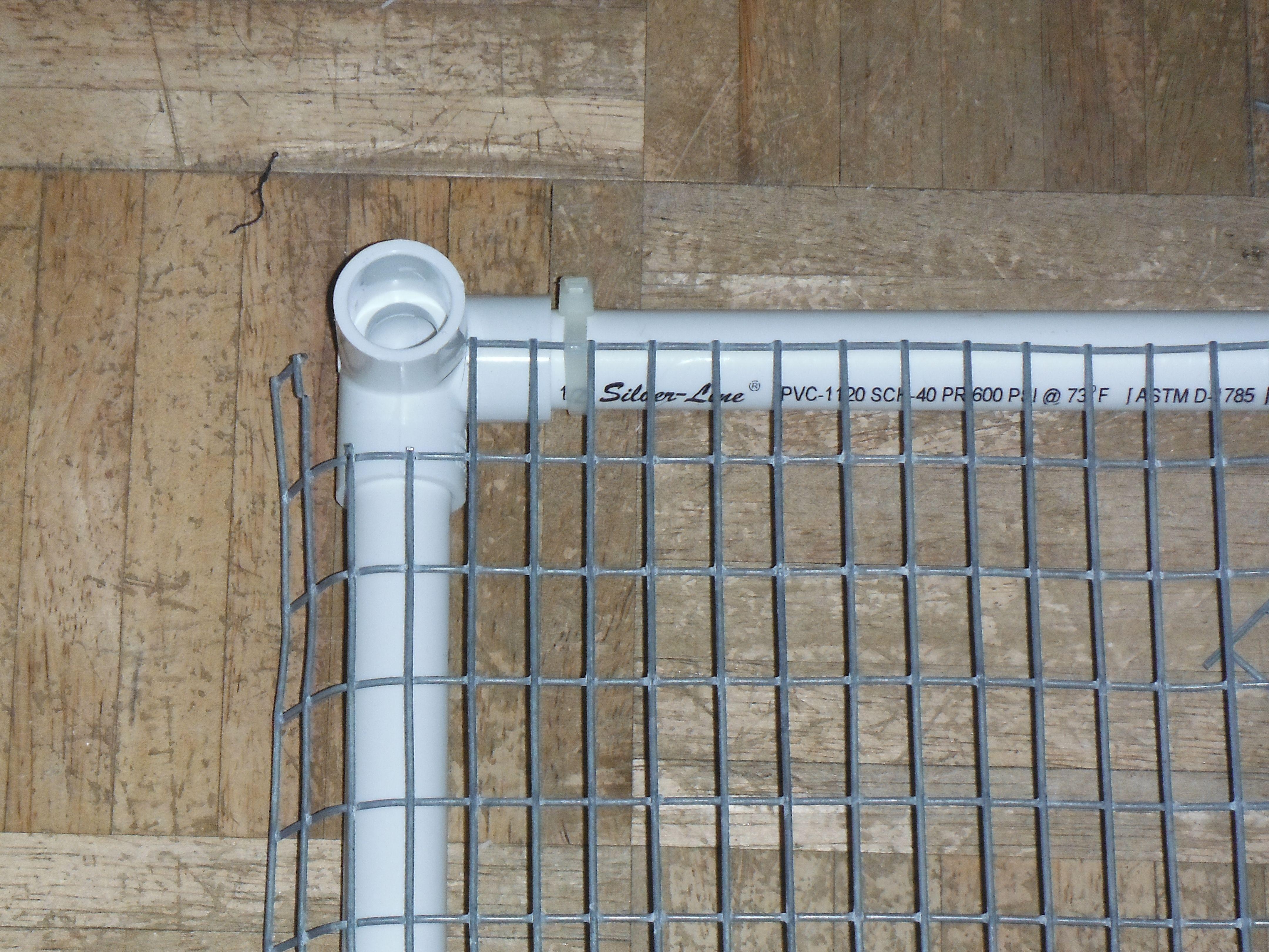 Bottom pvc cage corners homesteadin 39 pinterest for Pvc rabbit cage