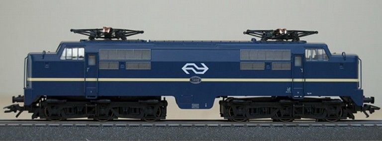 ns-visual identity-trains-5