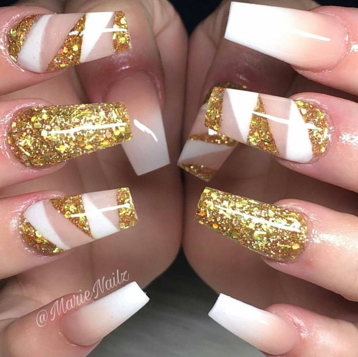 27 Holiday Nail Designs & Acrylic Nails for Winter | Gold glitter ...