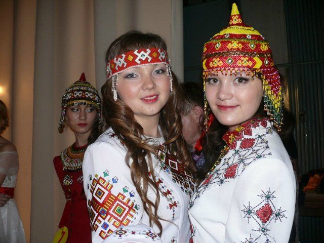 Hazara Girls Traditional Clothes: Afghanistan Wakhan