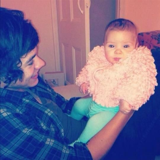 One Direction holding babies: the most ovary-explodingly adorable photos  - Sugarscape.com