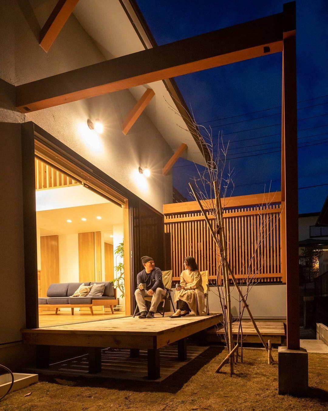 加藤行人 エーセンス建築設計事務所はinstagramを利用しています 囲い庭は夜もリラックス とかく道路沿いは不特定多数の目が 適度に閉じる豊かさ 千葉県で 漆喰や無垢の木を使った 自然素材のデザイン住宅を手掛けています ご家族と多くの会話の中から 一