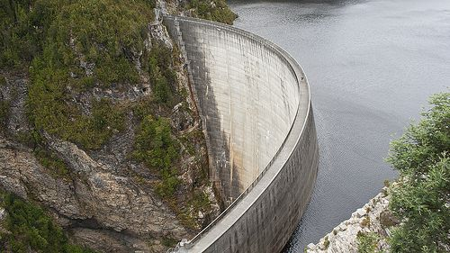 On dams and water towers (Budgeting on an irregular income)