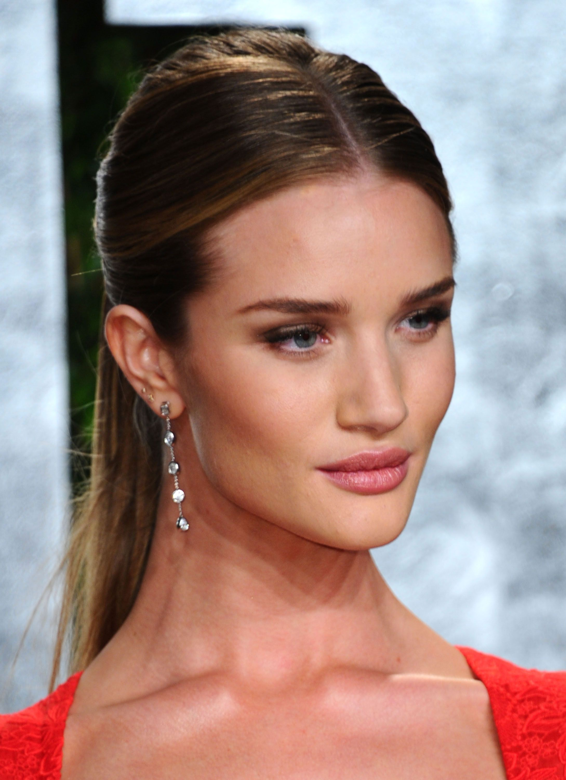 Rosie HuntingtonWhiteley added a delicate pair of