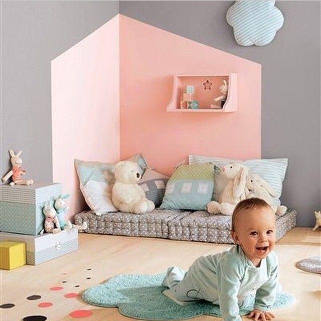«Детский текстильный уголок Подушки подушки и еще раз подушки Даже облачко - подушка Это, безусловно, очень мило #декордетской #дети…»
