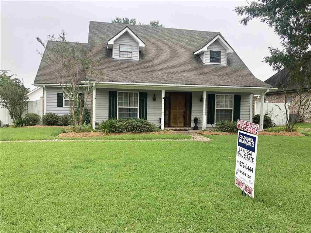 407 Lake Crescent Circle Houma La 70360 Mls 152601 Homesnap Selling House Selling Real Estate Selling Your House