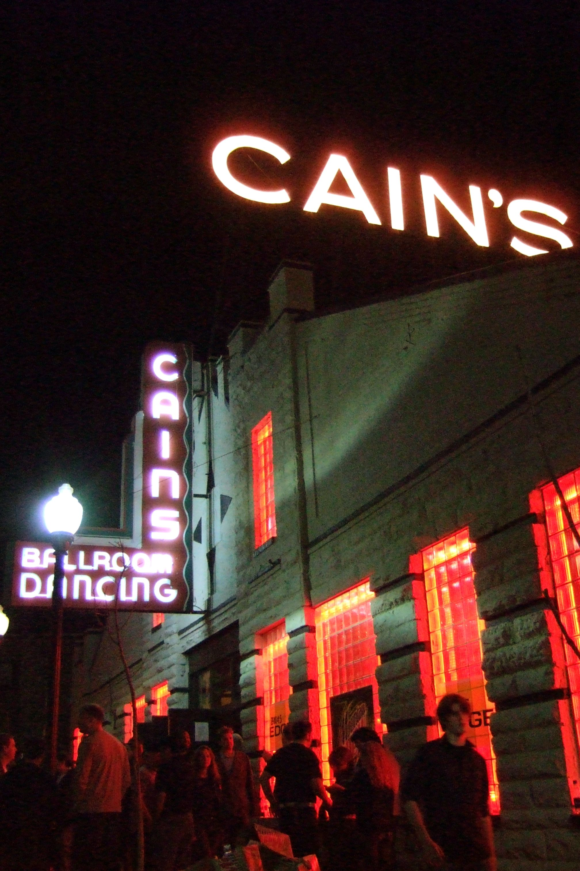 Cain S Ballroom Tulsa Ok I Dig The Neons Around Windows It Makes For Eye Catching Curb Eal And Would Set Off Night Photos Well