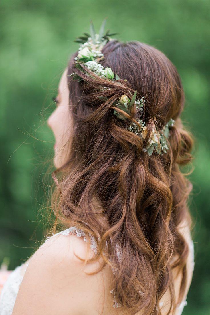 Brautfrisur Langes Haar Hochzeit Mit Blumenkranz Kostenlose Trauung Frisuren Frauen Brautfrisuren Lange Haare Brautfrisur Lange Haare Hochzeit