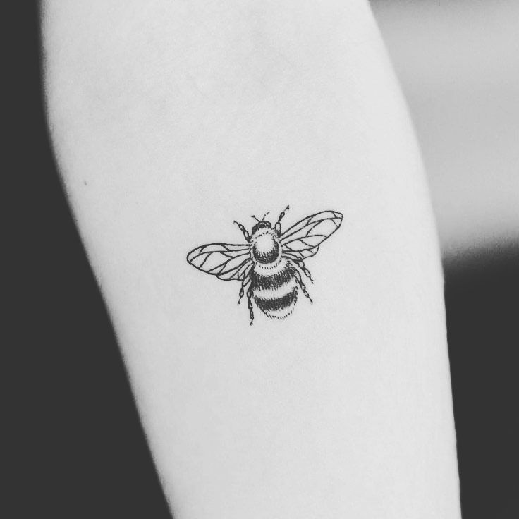 "a3eb09ec886f2 19 Likes, 1 Comments - Chelsie Hamilton (@xxxchelsiexx) on Instagram:  ""Can't wait to book my bee tattoo tomorrow ❤️thinking sternum #bestrong ..."