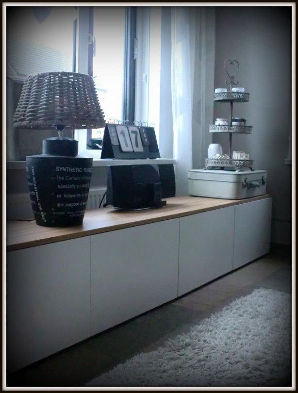 Witte Tv Meubeldressoir Van Ikea Besta Met Daar Boven Op Een Teak