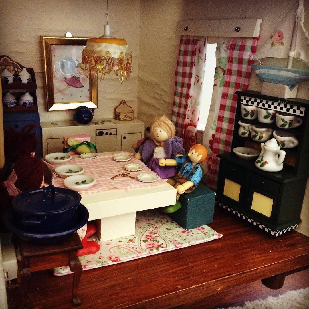 #Kivanta #kids #olddollhouse #vintagedollhouse #letoyvan #handmade #noschooltoday  If I could sleep in on a Monday because there is no school - would I really start the day with setting the table in a dollhouse at 7 in the morning?
