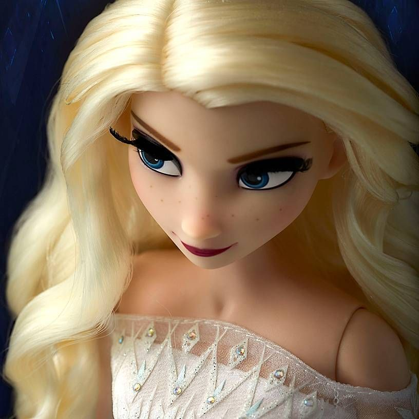 Elsa The Snow Queen Limited Edition Doll Frozen 2 17 In 2020 Snow Queen Dress Snow Queen Elsa